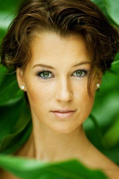 Lara R